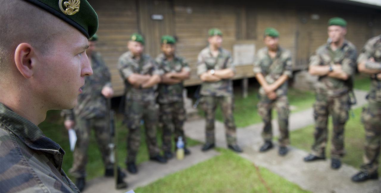 Bannière # 09 – Opération Harpie, patrouille en forêt avec le 2ème REG