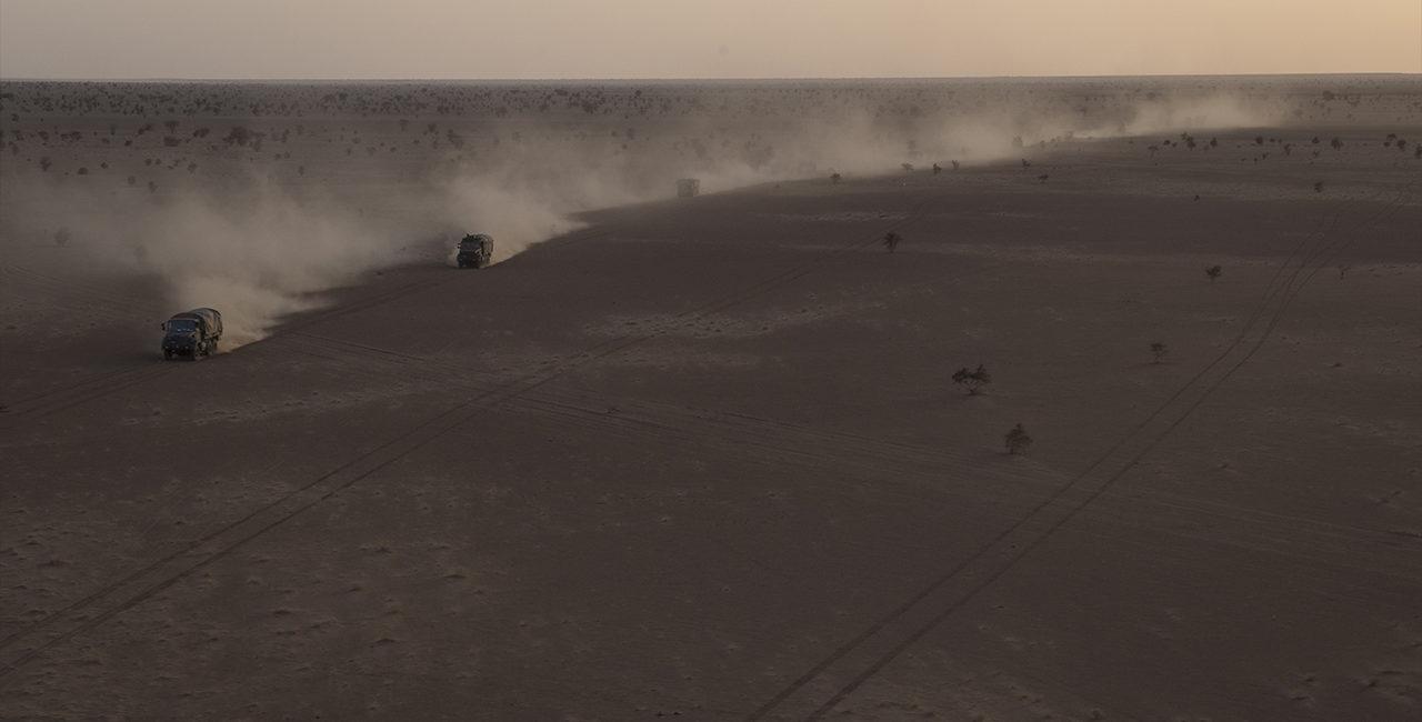 Bannière # 37 – Un village éphémère au cœur du désert
