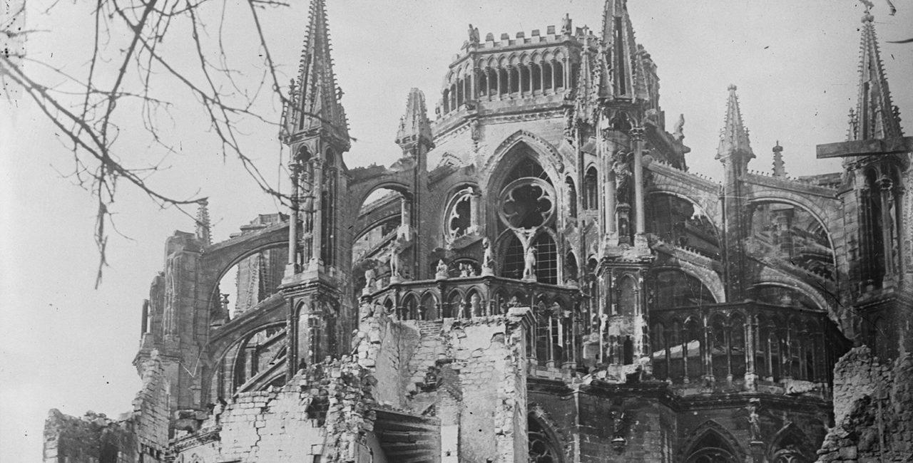 Bannière Cathédrales blessées dans les fonds de l'ECPAD