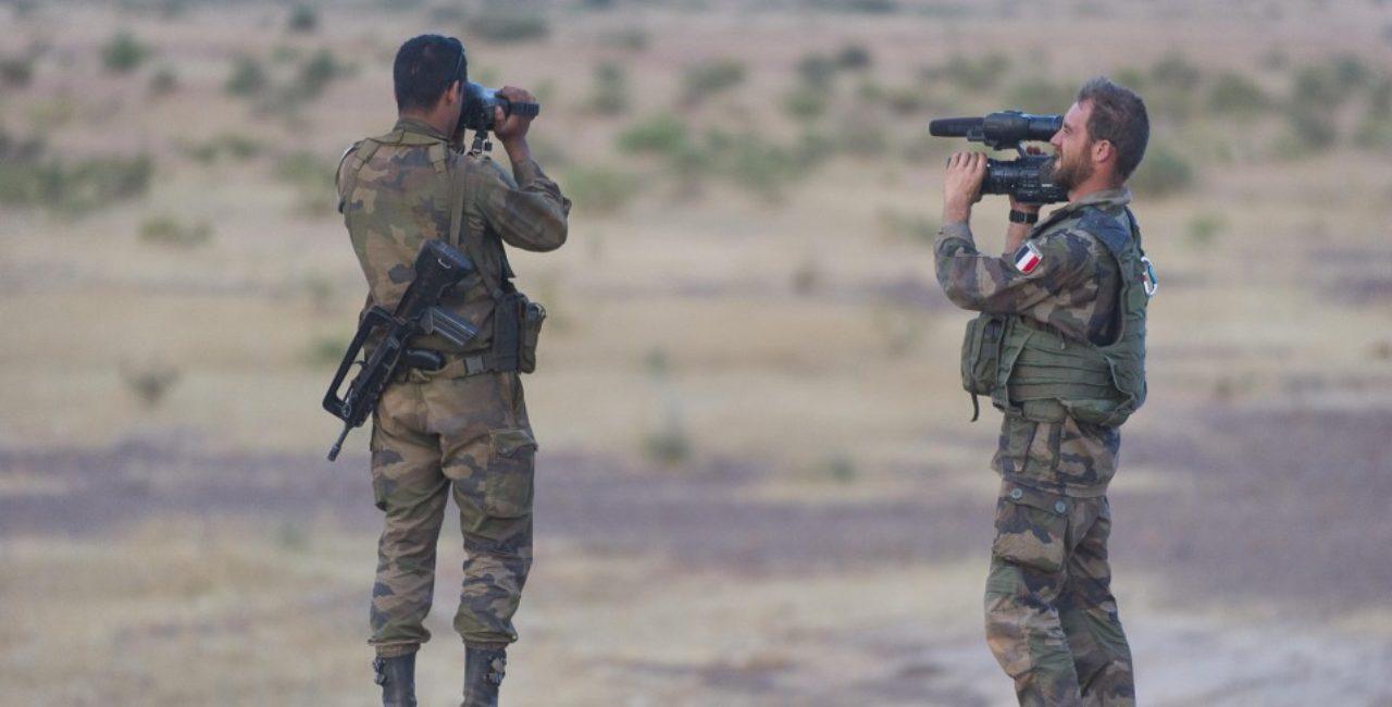 Bannière Serval, quand l'armée filme sa guerre