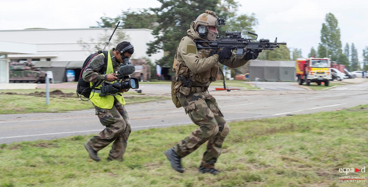 Bannière Les équipes de l'ECPAD se sont mobilisées pour la présentation des capacités de l'armée de Terre au profit de l'IHEDN