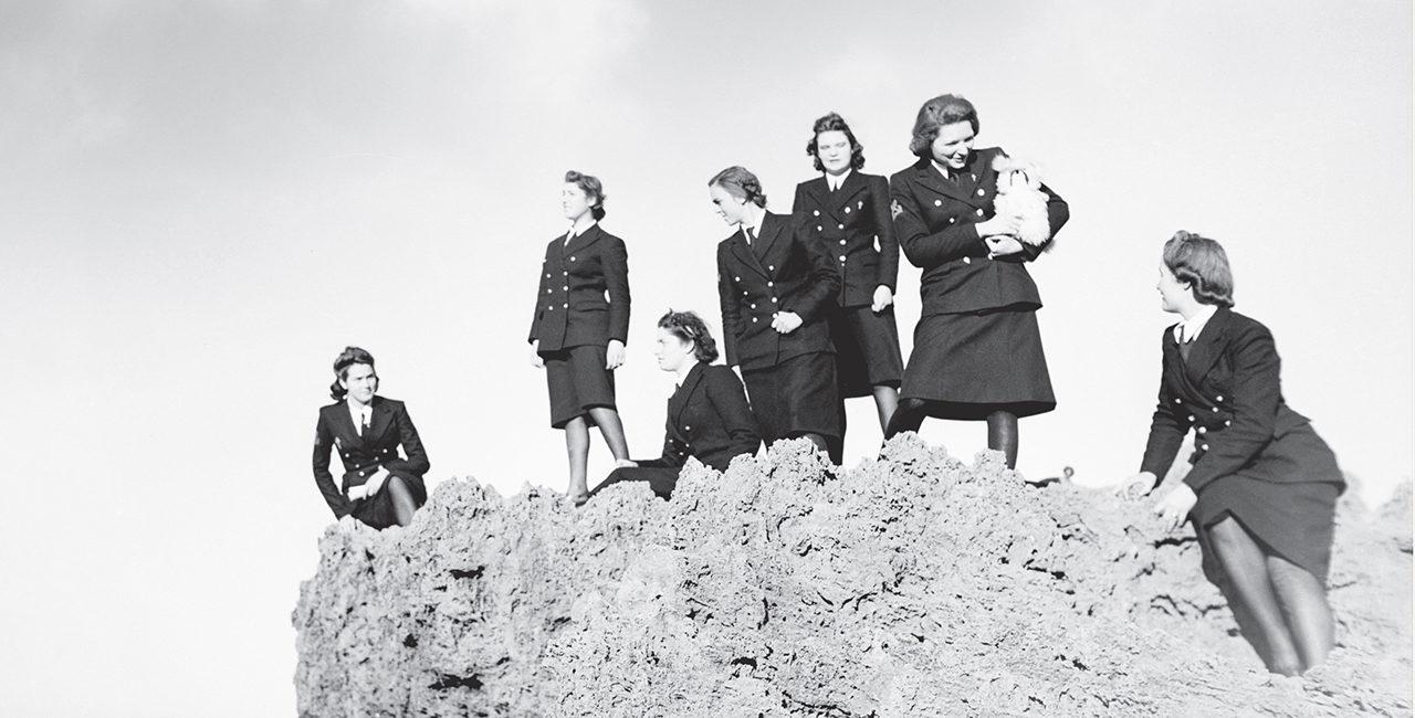 Bannière L'uniforme au féminin : nouvelle publication de l'ECPAD