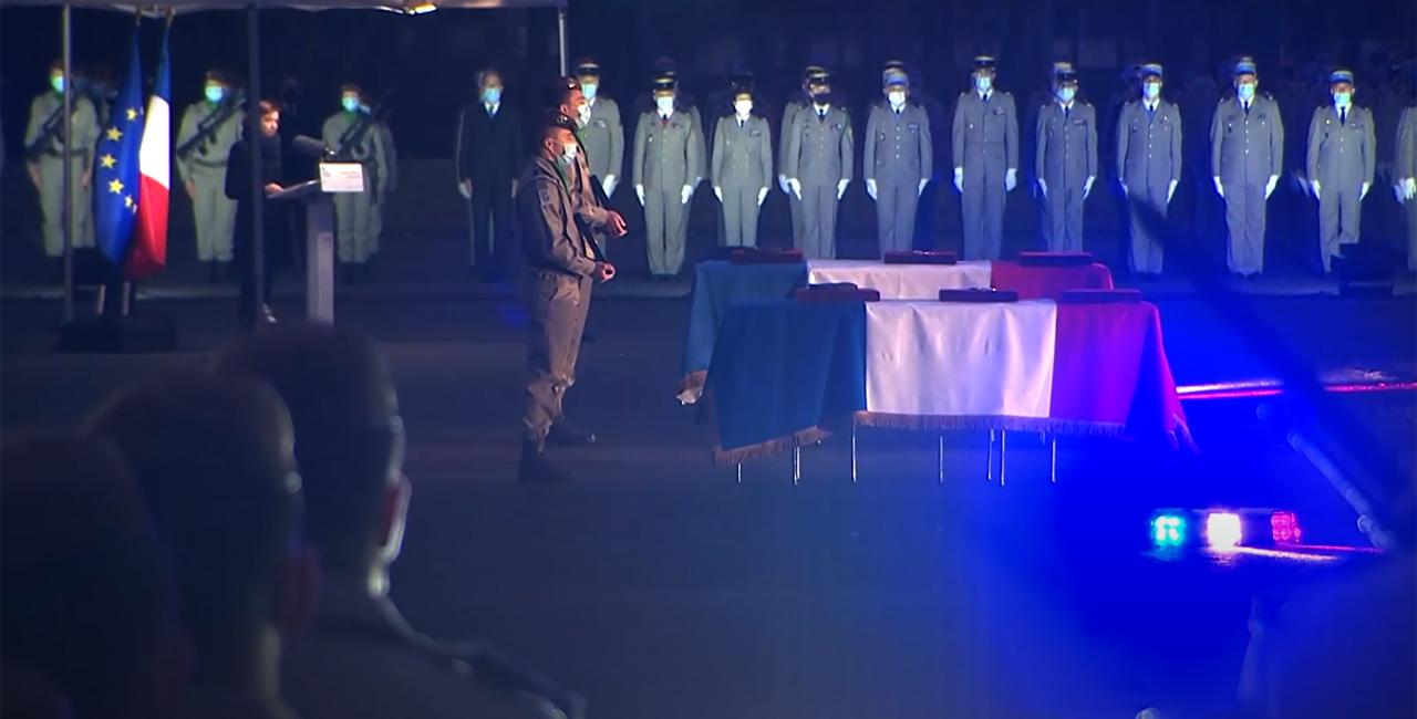 Bannière Hommage national rendu à deux soldats morts pour la France au Mali