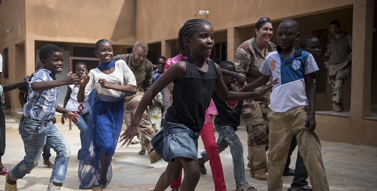 Bannière Les jeux d'enfants dans les fonds de l'ECPAD