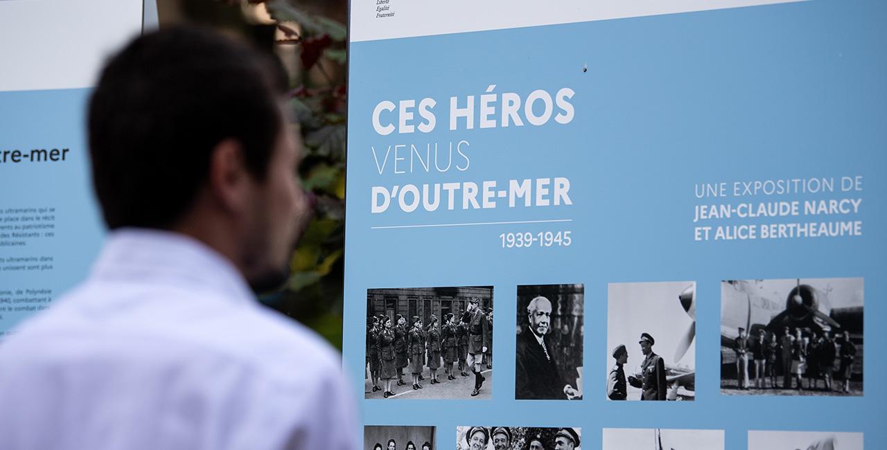 Bannière « Ces héros venus d'Outre-mer 1939-1945 », l'exposition contre l'oubli