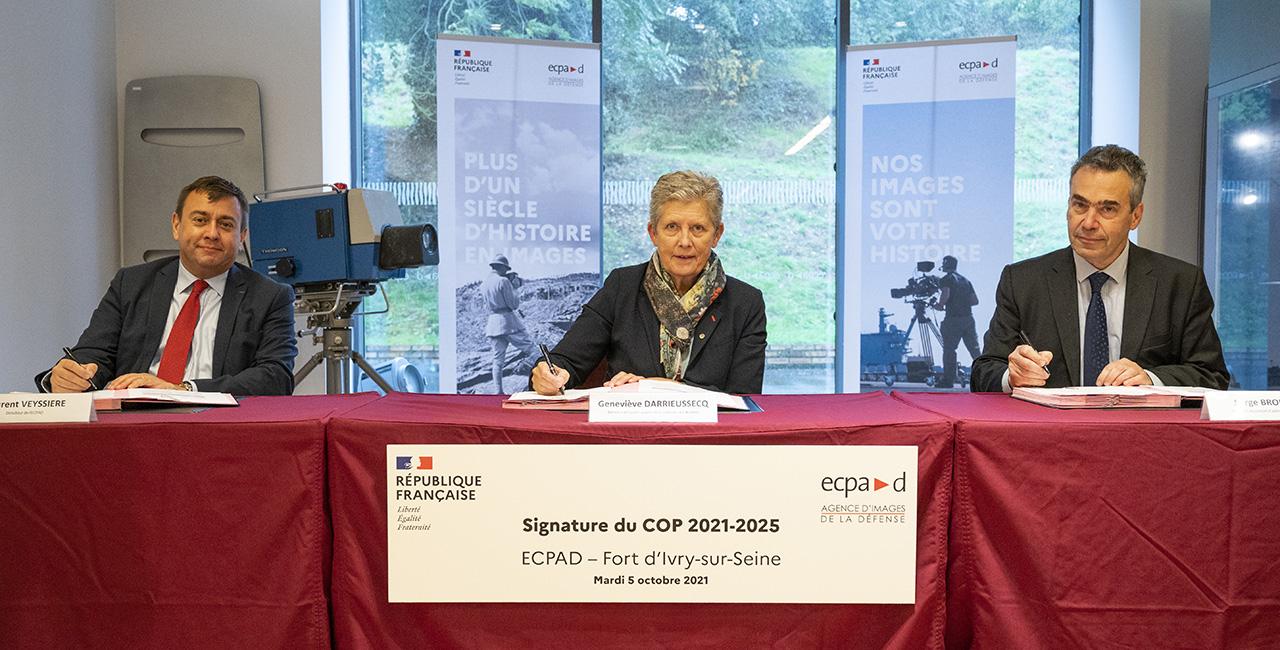 Bannière Signature du Contrat d'objectifs et de performance 2021-2025 de l'ECPAD